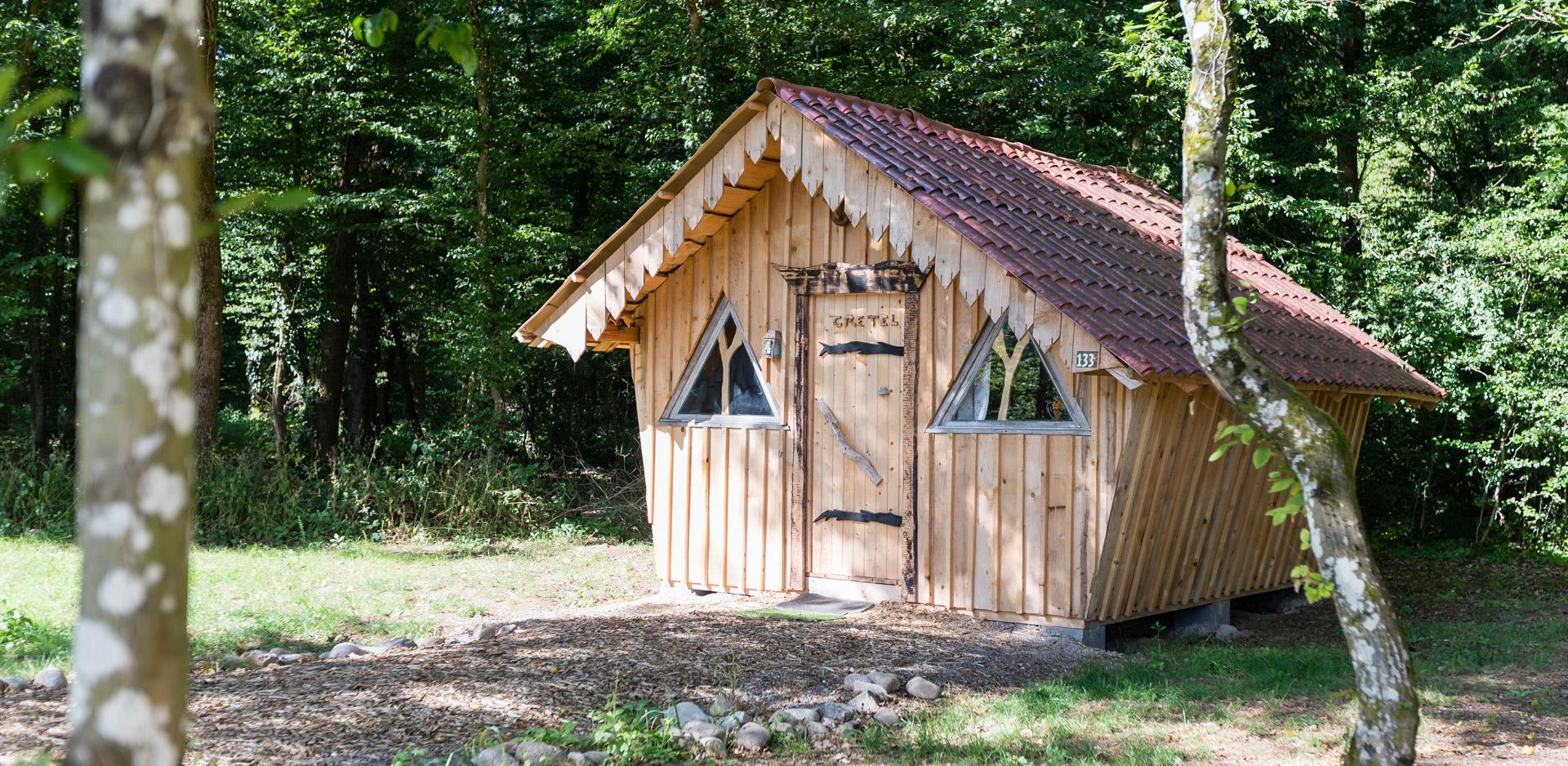 Rental of atypical accommodations near the Vosges Mountains: view of the atypical Wooden Hut of Gretel