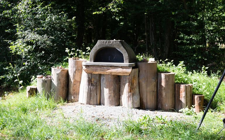 Stone oven, rental of the atypical cabin Wooden Hut of Hansel near the Vosges Mountains at the Campsite Les Castors